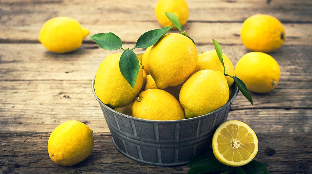 Feature | Things You Didn't Know About Lemons and Alkaline Water
