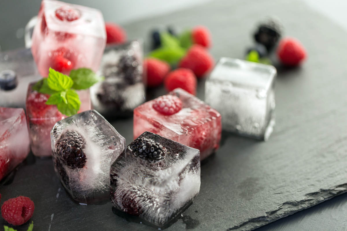 Fruit ice cubes organic berries | Brilliant Ice Cube Tray Hacks You Can Do At Home