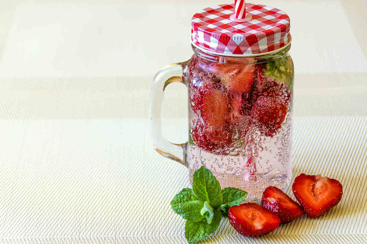 Minerla water with strawberries| Fruits and Veggies That Can Keep You Hydrated