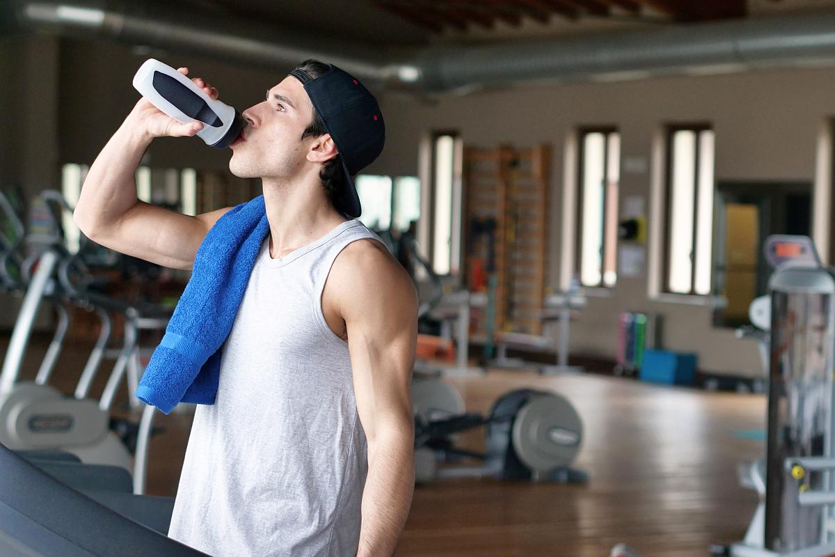 Water break at the gym | Why You Should Drink Hydrogen Water Instead of Purified Water